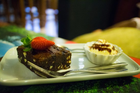 The t-Lounge by Dilmah: Brownie with ice cream