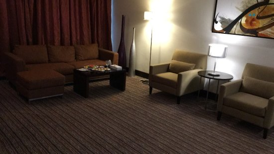 Safir Hotel Doha: This is the living area of the executive suite, wow, I enjoyed being there.....