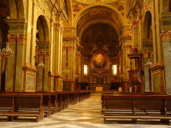 Fossano, Ιταλία: Il grandioso interno della Cattedrale