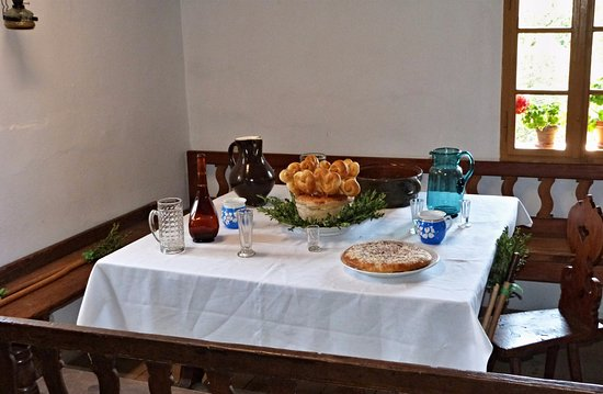 Wallachian Open Air Museum: Selská chalupa-dobroty na stole.