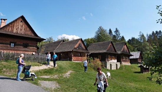 Wallachian Open Air Museum: Pohled na dřevěnice v areálu