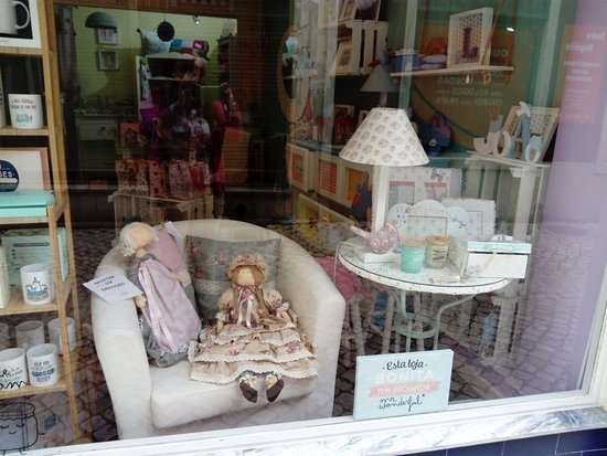 Caldas da Rainha, Portugal: A lovely shop where you can find the best handmade in Portugal.
