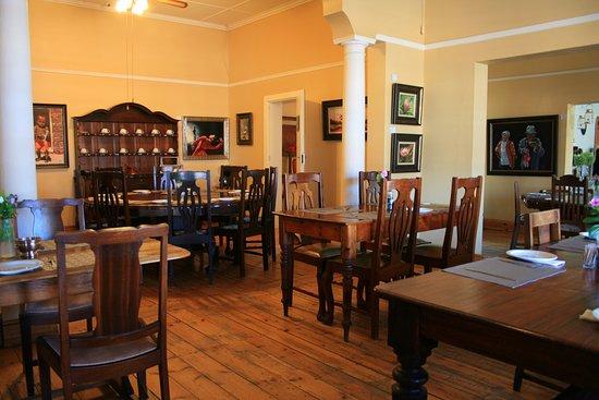 Royal Hotel Steytlerville : Elegant old style dinning room