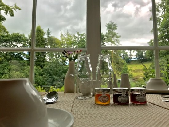 Burton-in-Lonsdale, UK: Dining room view.