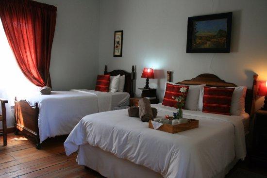 Royal Hotel Steytlerville : Family Room unit