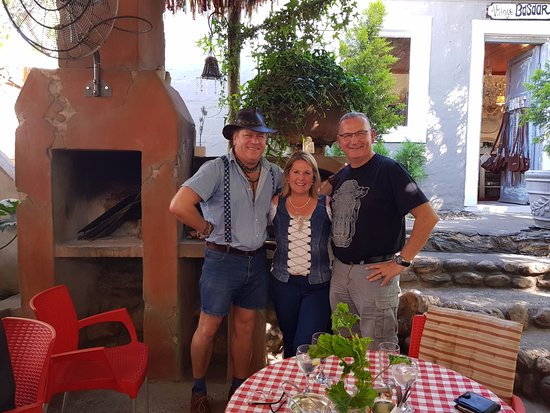 De Rust, Zuid-Afrika: with the owner of The trading post