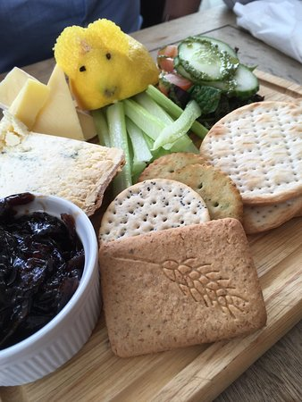 Cadnam, UK: Sunday roast and cheese board