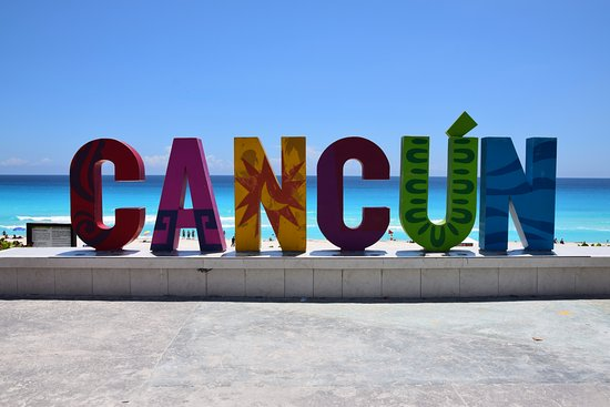 Playa Delfines: cancun sign