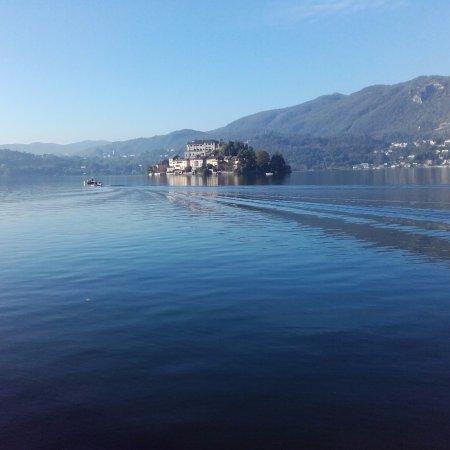Hotel San Rocco: Ferry to island of San Giulio and stunning scenery