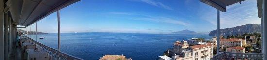Hotel Mediterraneo Sorrento: View from 5th floor restaurant balcony...