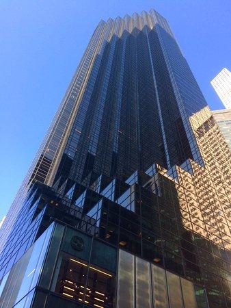 Fifth Avenue: 5th ave.