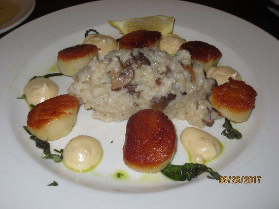 Fifteen Point Road Restaurant: scallops w/mushroom risotto
