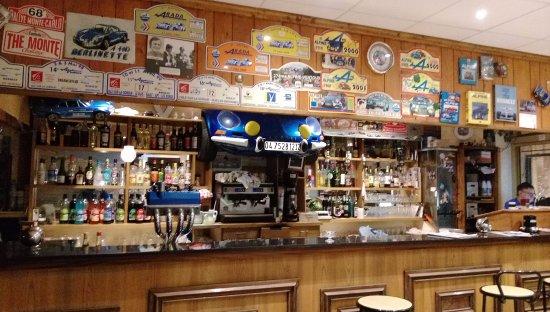 Buis-les-Baronnies, France : De bar