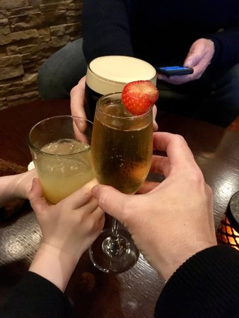 Fota Island, Irland: Relaxing drinks before dinner
