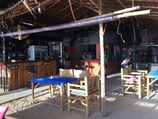 Khlong Muang, Thái Lan: Mom's Bar at Klongmuang beach, Krabi   Good atmosphere and good taste