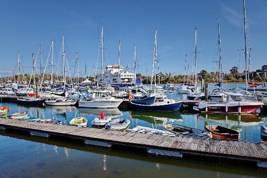 Britannia House: Lymington harbour; 2 minutes away