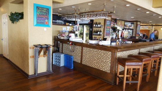 Edgewater Grill: towards the bar