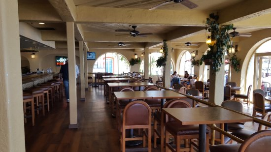 Edgewater Grill: inside