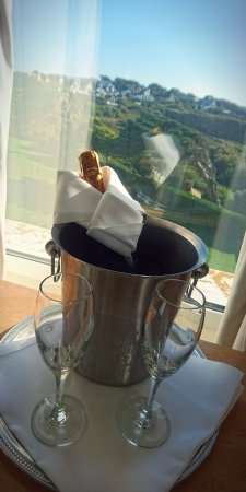 Mullion, UK: Prosecco arrange on arrival in the room... really lovely fruity prosecco