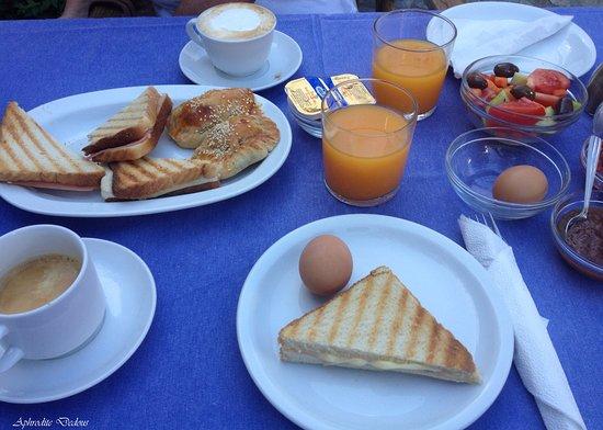Vincenzo Family Hotel: Πλούσιο πρωινό με καφέ, αυγά, χυμούς φυσικούς φρέσκους, σπιτικές μαρμελάδες, σαλάτα.
