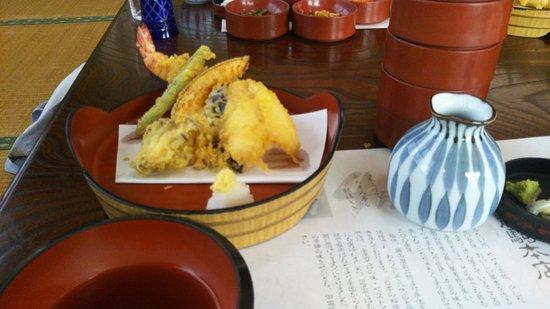 Shirakawa, Jepang: 五段そばと一緒に注文した天ぷら