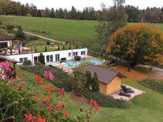 Lauterbach, Tyskland: Blick vom Balkon zum großzügigen Wellnessbereich