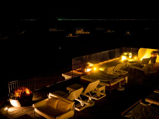 Casas Brancas Boutique Hotel & Spa: View from terrace to the bay