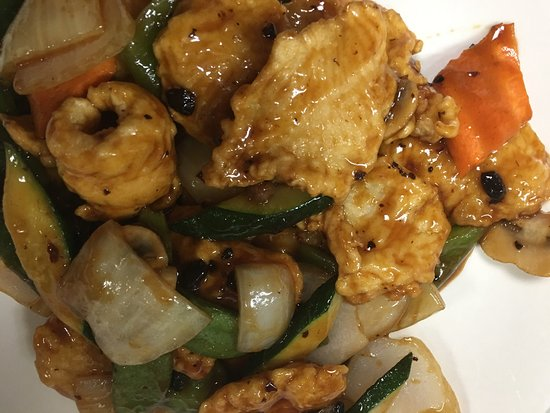 Biddeford, ME: Koi   Asian cuisine delicious Chinese &Japanese food,lunch time 11:am-4:00pm (Full bar Happy hou