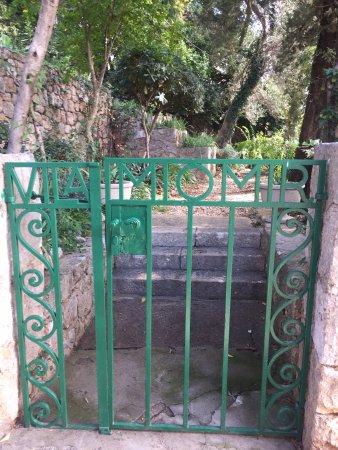 Villa Miomir: Gartentor