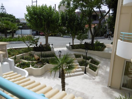 Golden Beach Hotel: One of the many garden areas at front of hotel