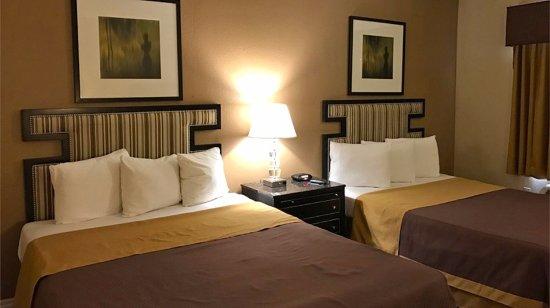 Норуолк, Калифорния: Two Double Beds