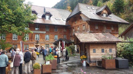 Schangnau, Suiza: Auf dem Hotel-Gelände überrascht eine herrliche Blumenpracht
