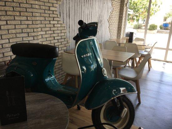 Λιβάδι, Ελλάδα: Refurbished interior. My friends love the Vespa addition!