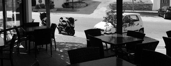 Λιβάδι, Ελλάδα: There is something charming and relaxing about the view of the Livadi Street from the courtyard.