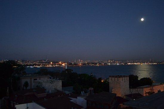 Hotel Peninsula : Вид с террасы на Босфор