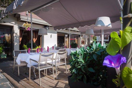 """Brides-les-Bains, Francia: Terrasse Restaurant """"Le Val Vert"""""""