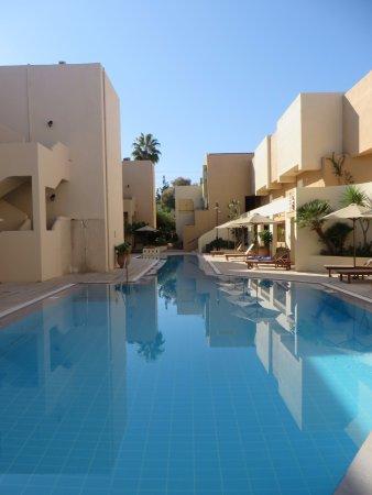 Grand Leoniki: Long Pool