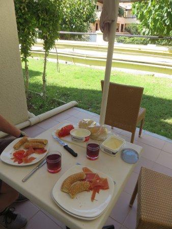 Grand Leoniki: Breakfast on our terrace
