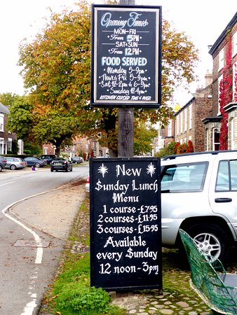 The Golden Lion: Good  roast Sunday lunch offerings,  beef, pork or chicken