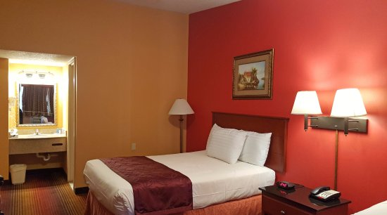 Americas Best Value Inn, Smithtown : Two Double Beds