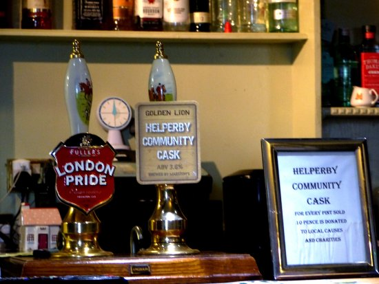 Helperby, UK: Hand pumps at the bar