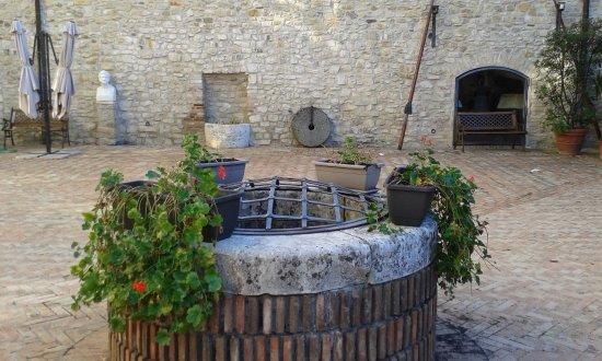 Felino, Italy: Museo del salame - cortile interno castello
