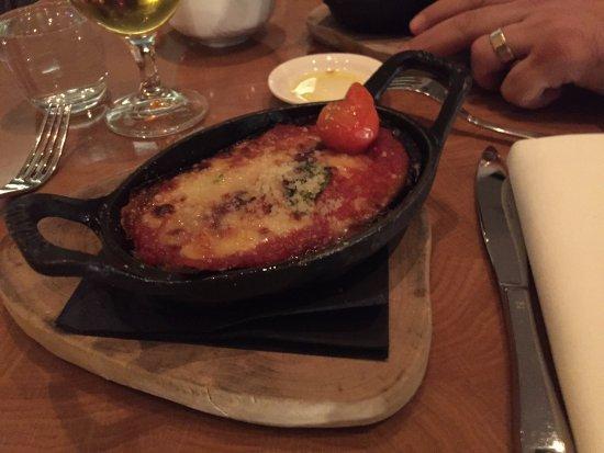 5&33: Dünya mutfağından lezzetler mevcut . Domatesli, patlıcanlı bir başlangıç yemeği.