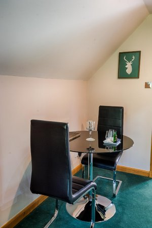 Invermoriston, UK: Ardbeg Studio - dining area