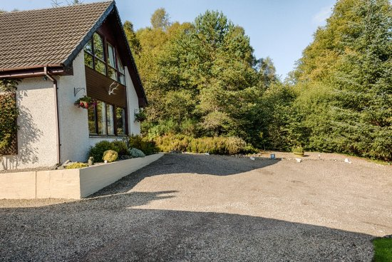 Invermoriston, UK: Lann Dearg Studios - Parking area