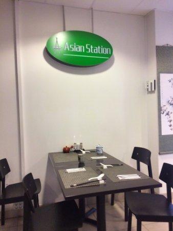 """เอสกิลสตูนา, สวีเดน: Vid centralstationen finns detta lilla """"krypin""""."""