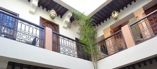 Riad Dar Dialkoum: Courtyard/patio 2
