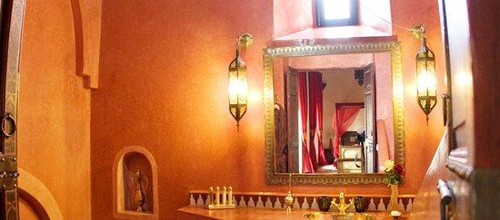 Riad Dar Dialkoum: Bathroom Suite Soraya