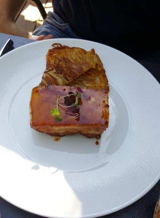 Limonest, France: Poitrine de porc laqué, gâteau de pommes de terre