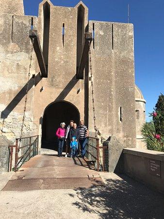 Baiae, Italy: Noi sul ponte levatoio